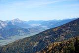 wunderschöner Blick über die Berge der Alpen Österreichs, Nebel , Gipfel