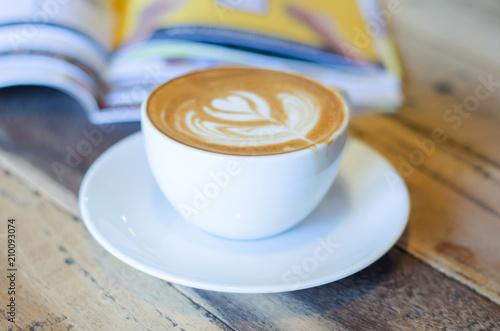 Fotobehang Koffiebonen Cup of coffee with beautiful Latte art