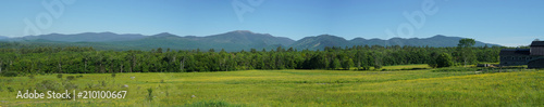 Aluminium Lente panoramic landscape of green mountain and forest