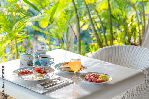 Breakfast at the sunrise - 210257897