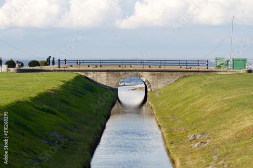 most z odbiciem