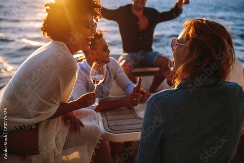 Foto Murales Woman enjoying a boat party with friends