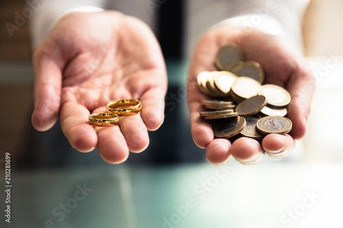 Osoba Gospodarstwa Obrączki I Złote Monety