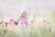 Leinwanddruck Bild - Lächelndes blondes Mädchen