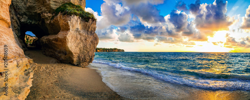 Plexiglas Freesurf amazing sea sunset in small hidden beach in Tropea, Calabria, Italy