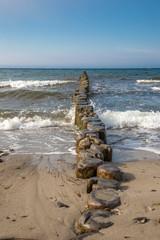 Holzbuhnen am Ostseestrand
