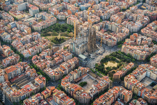 fototapeta na ścianę Barcelona aerial view, Eixample residencial district and Sagrada Familia Basilica, Spain