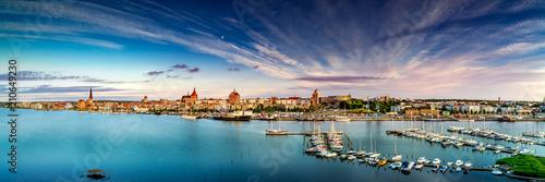 Leinwanddruck Bild Rostock Stadthafen Panorama