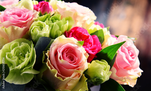 Composition with bouquet of roses