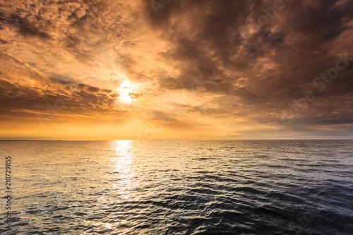 Foto Murales Beautiful sunset on the ocean sea