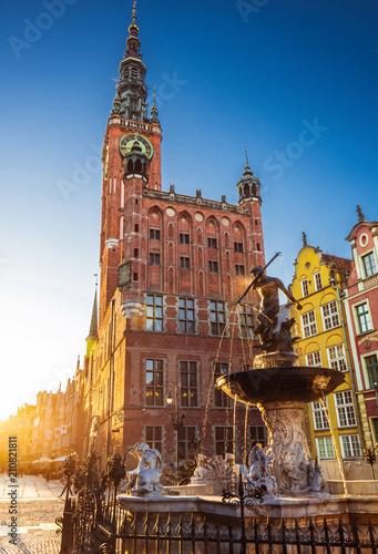 Zdjęcia na płótnie, fototapety na wymiar, obrazy na ścianę : Beautiful fountain in the old center of Gdansk city, Poland