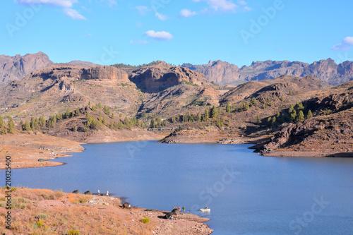 Fotobehang Zalm Dark Water Lake in Gran Canaria