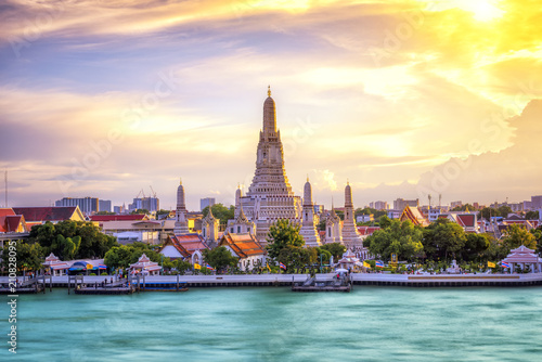 Plexiglas Bangkok Thai Temple at Chao Phraya River Side, Sunset at Wat Arun Temple in Bangkok Thailand. Wat Arun is a Buddhist temple in Thon Buri District of Bangkok, Thailand, Wat Arun is among the best known of Thai