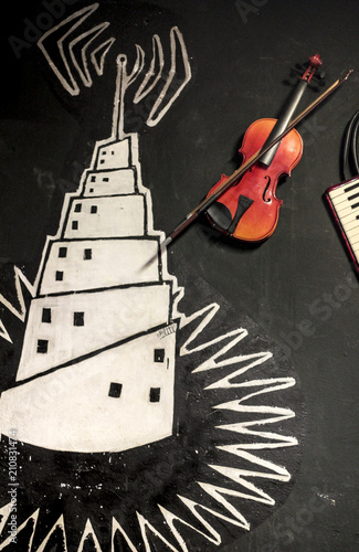 Violin on a wall drawn - 210831474