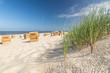 Leinwanddruck Bild - Strand Gras Düne Strandkörbe