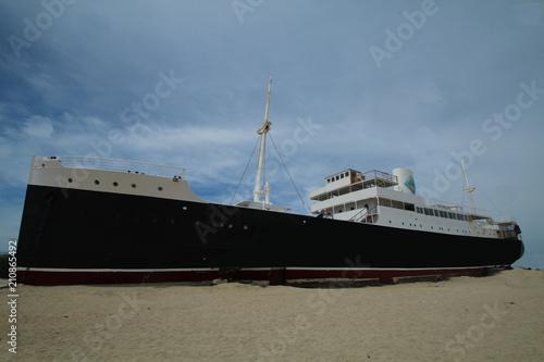 Aluminium Schipbreuk navire échoué sur la plage de port baccarès dans le sud de la france