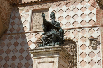 The statute of Pope Julius III beside the San Lorenzo cathedral in Perugia, Italy