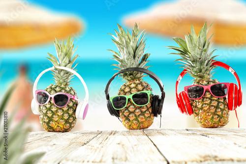 Aluminium Tropical strand Summer photo of fresh pineapple