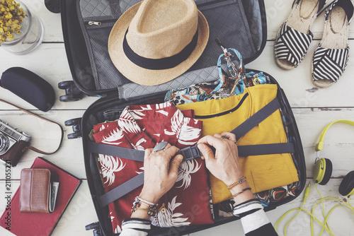 Foto Murales Woman hand preparing summer luggage