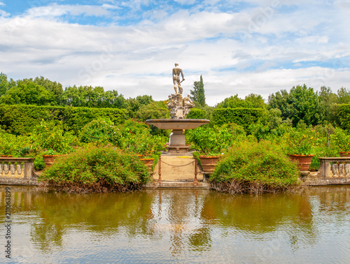 Fotobehang Florence Fountain Ocean with park pond in Boboli Gardens, Florence, Italy.