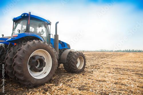 Aluminium Trekker Blue tractor on the background of an empty field