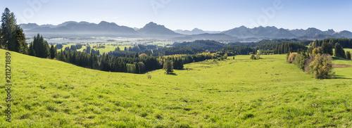 Panorama Landschaft im Allgäu in Bayern am Forggensee