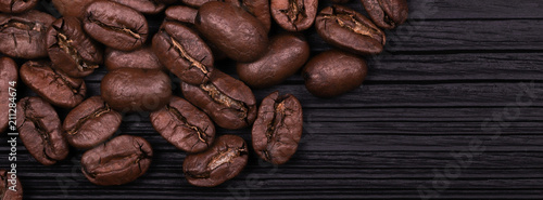 Fotobehang Koffiebonen largest coffee beans cracked grains of black fried coffee