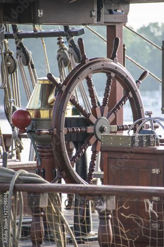 Fotobehang Schip La barre d'un voilier