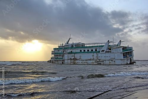 Aluminium Schipbreuk Marine vessel, to be used as offshore casino, run aground off Miramer coast in Goa, India, waiting to be salvaged.