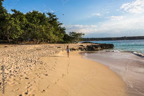 Aluminium Tropical strand Walking on the beach