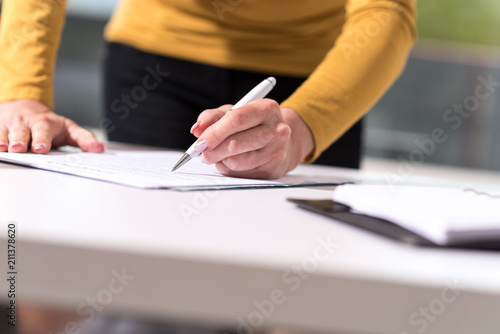 Wall mural Businesswoman signing document
