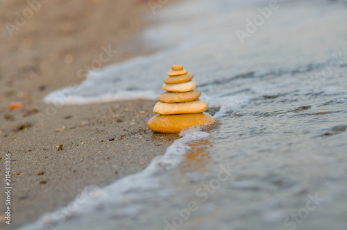 Aluminium Zen Stenen Stones balance inspiration wellness concept. Harmony on the coast of the Sea.