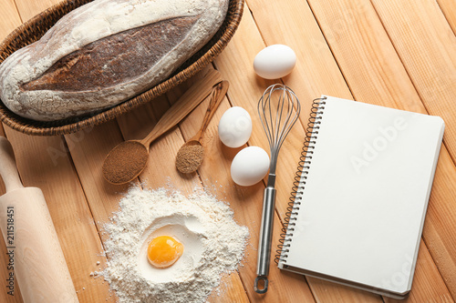 Canvas Kruiden 2 Notebook with ingredients and homemade bread on wooden background