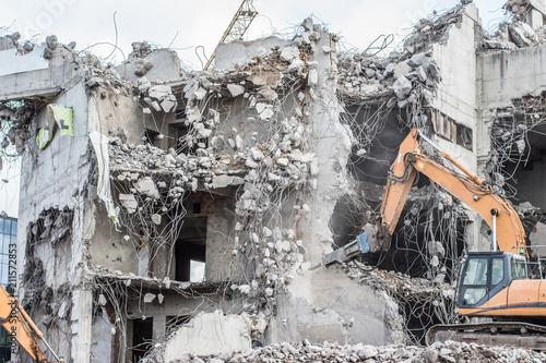Foto Murales destruction of an old concrete building