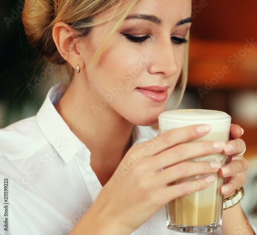 Leinwanddruck Bild lifestyle and people concept: Beautiful Girl With Cup of Coffee