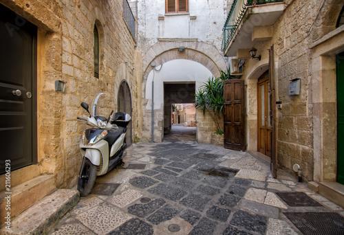 Fotobehang Smalle straatjes Bari #1