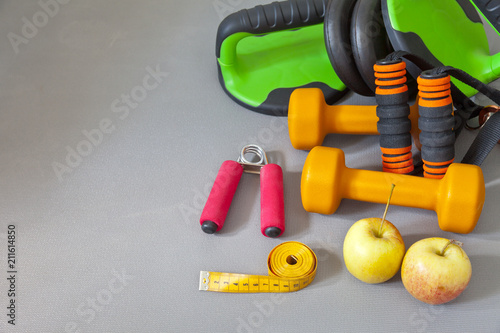 Aluminium Fitness Sports equipment, apples and measuring tape on a gym mat. Fitness at home. Healthy lifestyle