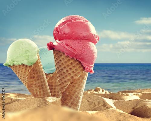 Leinwanddruck Bild Summer photo of icecream and beach background