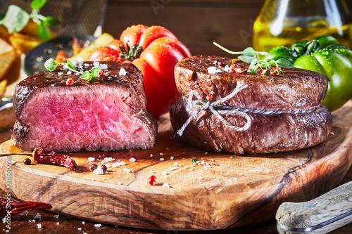 Aluminium Steakhouse Tender medium rare beef fillet steak medallions