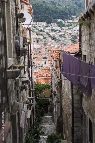 Fotobehang Smalle straatjes ropa colgada en pueblo