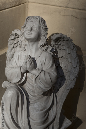 Statue of a white stone praying angel - 211748033