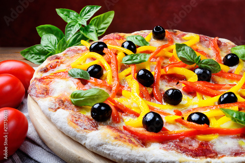 Pizza with tomato, mozzarella, peppers, olives, extra virgin and basil - 211750031