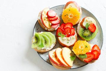 Fruit dessert sandwiches © mizina