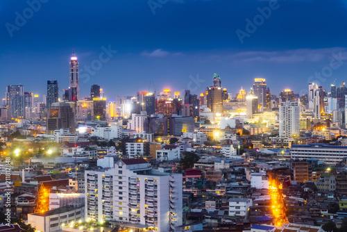 Plexiglas Bangkok cityscape Bangkok skyline in Twilight night view, Thailand. Bangkok is metropolis and favorite of tourists live at between modern building / skyscraper, Community residents