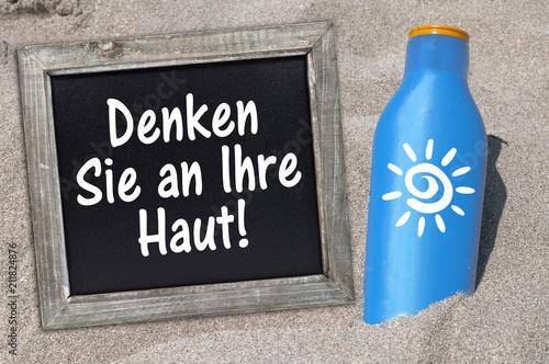 Sonnencreme Sonnenmilch UV-Schutz im Sand Tafel Sonnenschutz - 211824876