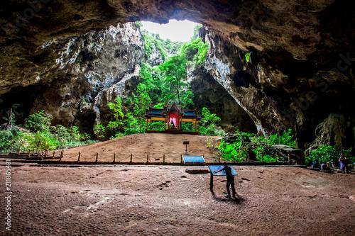 Aluminium Zwart Phraya Nakhon Cave: June 16, 2018. Visitors to the beauty and atmosphere of the interior. Located in Sam Roi Yot. Prachuap Khiri Khan Province
