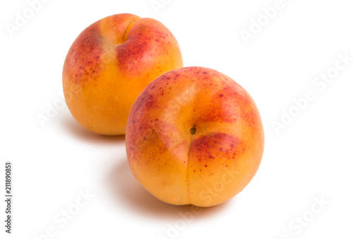 apricot isolated - 211890851
