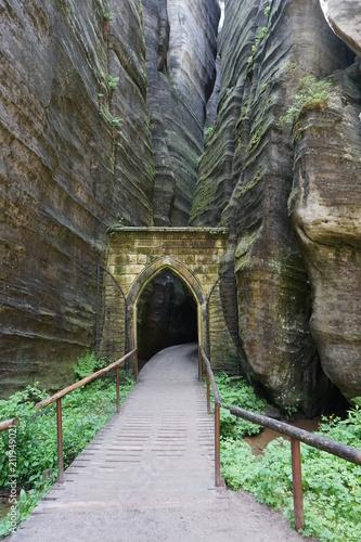 Brama Gotycka w Skalnych miastach w Adrszpach - 211949021
