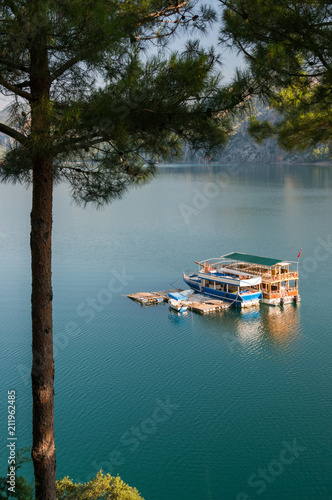 Fotobehang Groen blauw Idyllic morning on lake
