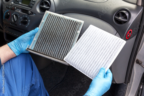 fototapeta na ścianę Clean and dirty cabin pollen air filter for a car